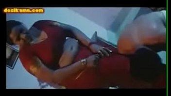 Чернокожая баба с татуировкой под титькой занимается порно с оператором