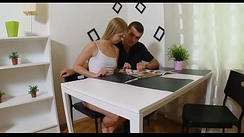 Заботливая блондинка трахается с русским молодчиком, для того чтоб он отдохнул от чтения