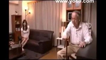 Русская девка с маленькими буферами скачет на пенисе