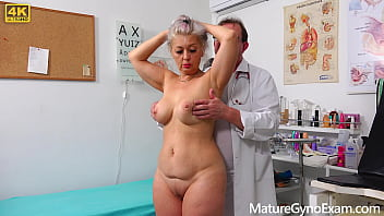 Молодая беременная девчонка сношается со своим юношей