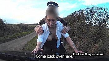 Не молодая девчоночка в нейлоне трахается с секс машиной