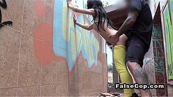 Шикарный секс с миленькой мулаткой у бассейна