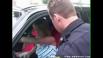 В автомобилю таксист выебал старую пассажирку