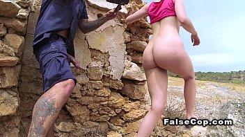 Горячие девушки стонут двоем от порева