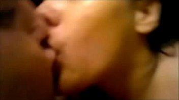 Стройненькие лесбы предпочитают целоваться во время траха