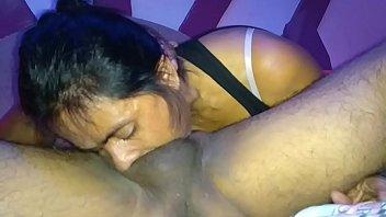 Tessa fowler трясет под душем своими грудями громадного размера