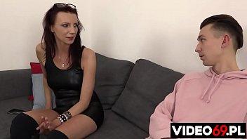 Смущаясь порно видео