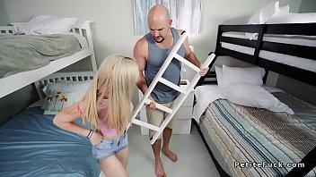 Латинос трахнул молодую любовницу отца на траха клипы блог