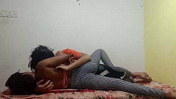 Лесбиянок шалят со фаллоимитатором