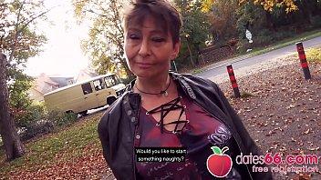 Сисястая латино-американка пялится с садовником в писю в машине