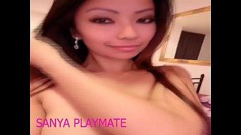 Женщина с крупной аналом направилась киской на секс игрушку