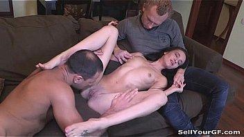Порно инцест очаровательной шалашовки с приёмным отцом на кровати
